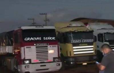 Puerto Falcón: Camioneros cierran ruta
