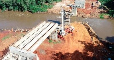 La Nación / Concluyó montaje de vigas para el puente en el Corredor de Exportación