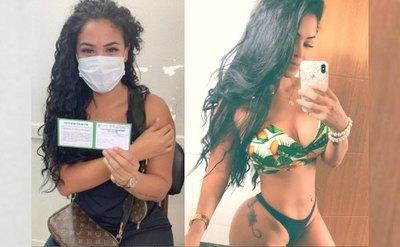 Crónica / Enfermera hot ya ligó segunda dosis de vacuna