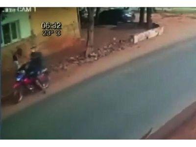 Tras una persecución y disparos, atrapan a un activo motochorro