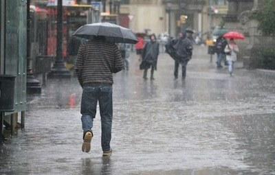 Precipitaciones con tormentas eléctricas persistirán este viernes
