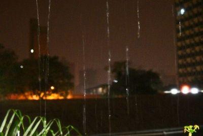 Lluvias y tormentas persistirían durante este viernes
