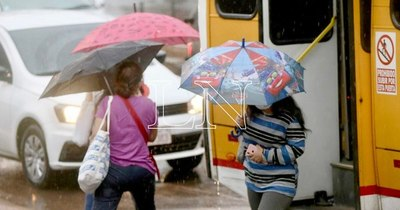 La Nación / Lluvias y ocasionales tormentas para este viernes