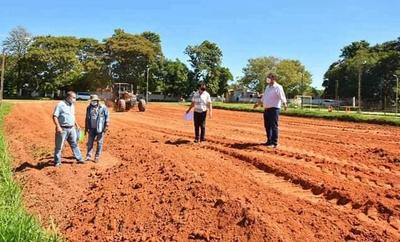 """Caazapá avanza en la instalación de """"Plazas Deportivas"""""""