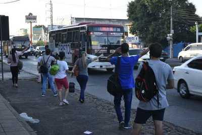 Plantean adelantar subsidio a transportistas para frenar reguladas
