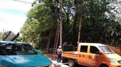 Ande trabaja en reposición de energía en zonas afectadas por temporal