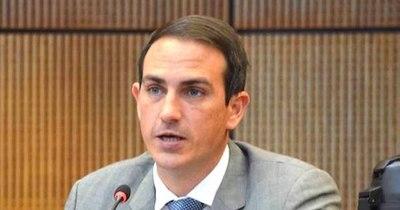"""La Nación / """"Es un error político del presidente de la República no transparentar gastos sociales"""", dice senador"""