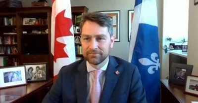 """Diputado canadiense se disculpa tras aparecer desnudo en una sesión por Zoom: """"Fue un error desafortunado"""""""