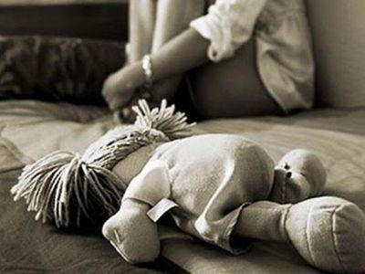 Quedó viudo y empezó a abusar de su propia hija