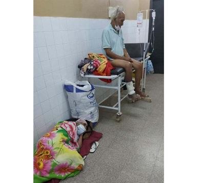 Caaguazú: Enfermos de COVID-19 son atendidos en sillas por falta de camas UTI