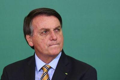 Bolsonaro insinúa que los argentinos pueden huir a Brasil por restricciones