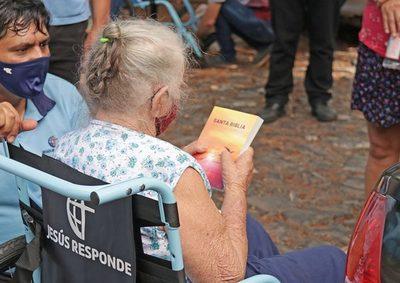 Fundación Jesús Responde continúa entregando sillas de ruedas