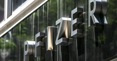 Pfizer adelanta entrega de vacunas a la UE: antes de julio pondrá a disposición 50 millones de dosis más