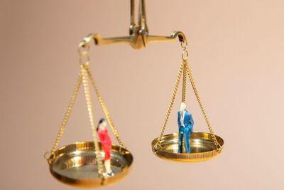 La importancia de las leyes para la igualdad de género en la economía