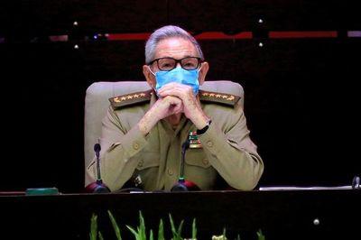 Documentos de la CIA revelan dos intentos para asesinar a Fidel y Raúl Castro