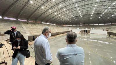 Dirigentes y plantel de la FFSA visitaron la imponente obra del nuevo estadio municipal Robert Acevedo