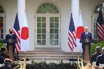 """Biden dice que Japón y Estados Unidos enfrentarán juntos """"los desafíos que plantea China"""""""