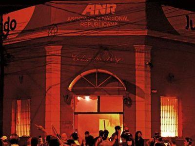 Jóvenes declarados en rebeldía por quema de la ANR se presentarán este lunes