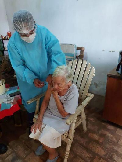 Extienden hasta hoy vacunación a mayores de 85