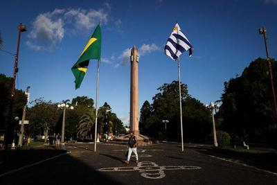 Uruguay usará las vacunas de AstraZeneca contra el COVID-19 para blindar la frontera con Brasil – Prensa 5