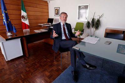 Embajador de UE admite preocupación empresarial por reformas de López Obrador