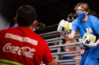 Empresa dona más de 15.000 litros de productos de hidratación para médicos y familiares