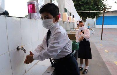 Colegios privados rechazan suspensión de clases híbridas