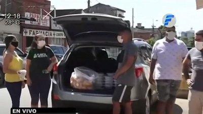 Celebró su cumpleaños entregando platos de comidas
