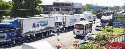 Transportistas levantaron bloqueo en Puerto Falcón