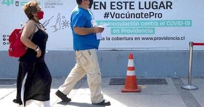 La Nación / Chile vacuna al 50% de su población objetivo con al menos una dosis
