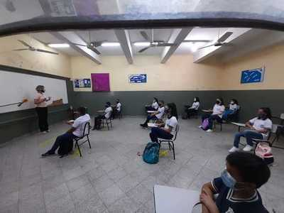 Desde el lunes: MEC dispone clases a distancia para colegios públicos