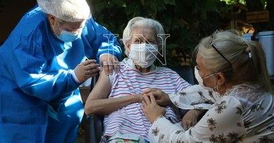 La Nación / Lenta vacunación, Pytyvõ sin éxito; resistencia a restricciones