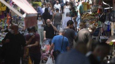 En Israel ya no es obligatorio el uso de mascarillas al aire libre y reabrieron todas las escuelas