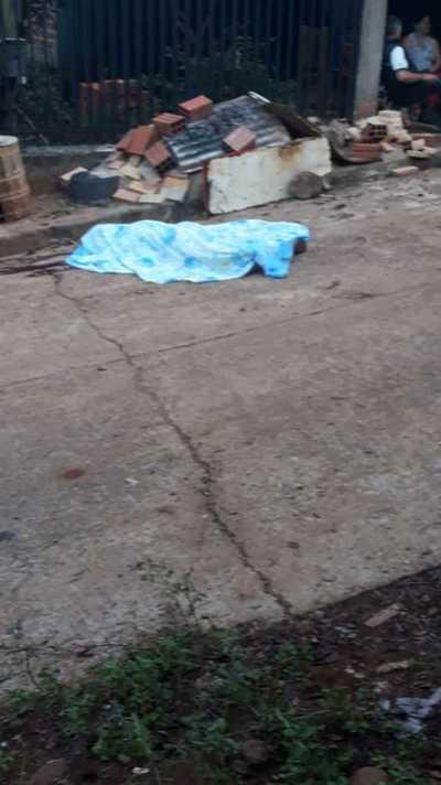 Asesinan a puñaladas a un hombre con orden de captura por homicidio