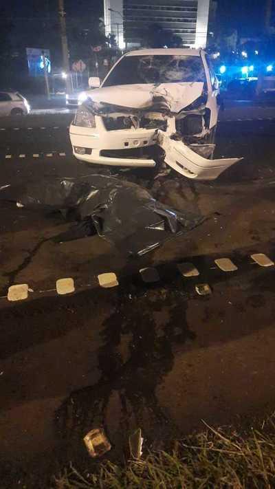 Motociclista muere tras ser embestido por un agente policial