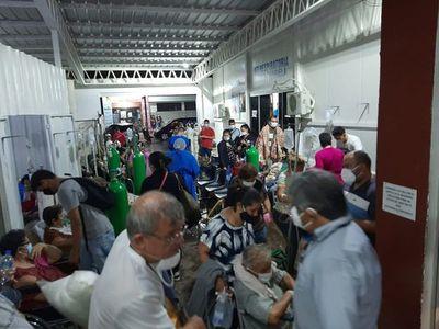 Villa Elisa: Hay más pacientes en sillas que en camas