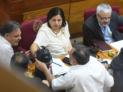 Luguistas defienden banca de Pereira ante el acoso de  ANR