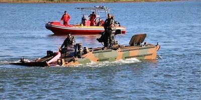 """Entrenan a MILITARES BRASILEÑOS para uso de ANFIBIOS """"Guaraní"""" en el Lago de Itaipú"""
