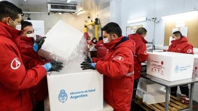 En Argentina comenzó la distribución de casi 800 mil vacunas de Astrazeneca