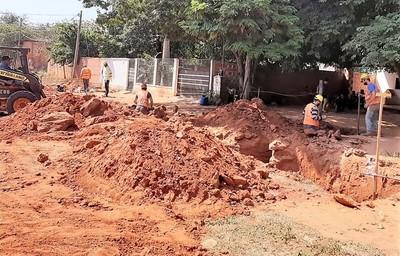Obras de alcantarillado benefician a familias vulnerables de Horqueta con baños modernos gratuitos