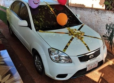 Doble solidaridad: Joven devuelve auto ganado en sorteo