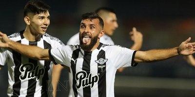 Antonio Bareiro ya lleva una docena de goles ante Cerro
