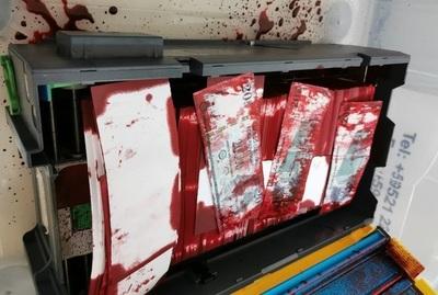 Con la detonación real de un cajero automático, presentan nuevo sistema de entintado de billetes.