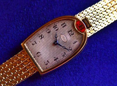 ¿Por qué el reloj de oro de Bugatti vale tanto?