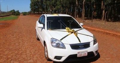 La Nación / Familia sorteó automóvil para cubrir gastos de COVID-19 y ganador devolvió premio