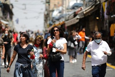 """""""Tuvimos 9 mil infectados por día, la vacuna resolvió este problema"""", afirma paraguayo en Israel"""