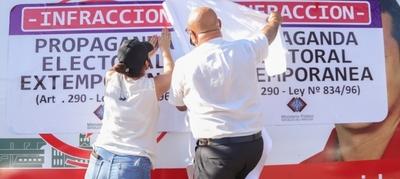 Continúa el retiro de propaganda electoral extemporánea en Asunción
