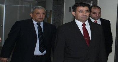 La Nación / Confirman juicio oral por enriquecimiento ilícito de excomandante Francisco Alvarenga y su esposa