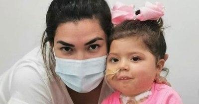 """La Nación / El rápido avance de Bianca: la niña ya dice """"mamá, papá y se para"""""""