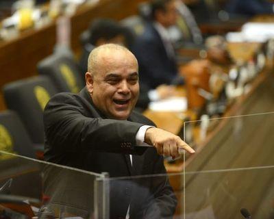 """Bachi"" plantea suprimir concursos para dar cargos por ""herencia"""